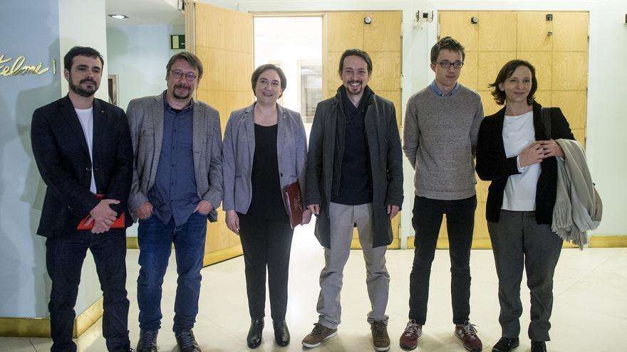 De izquierda a derecha: Alberto Garzón, Xavi Domènech, Ada Colau, Pablo Iglesias, Íñigo Errejón y Carolina Bescansa