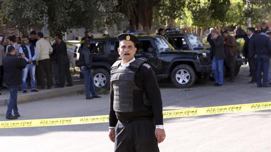 Al menos 5 muertos en un ataque armado contra una iglesia al sur de El Cairo