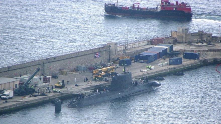 Setenta submarinos nucleares recalan en el Peñón desde 2001, con otra colisión con un mercante en 2002