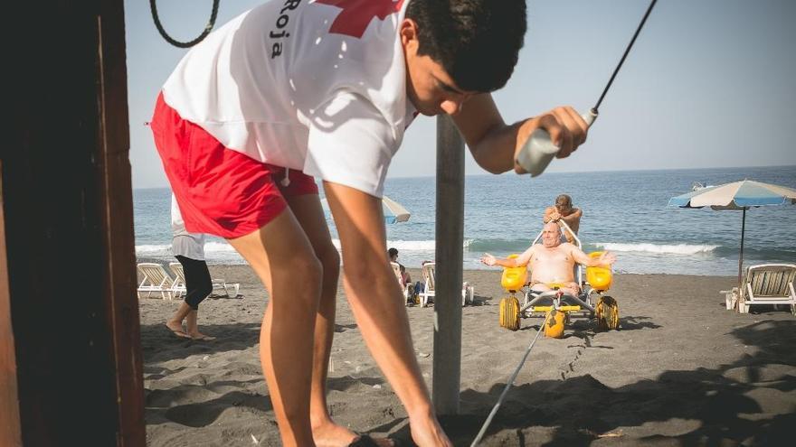 Instantánea del dispositivo mientras arrastra una silla anfibia en el momento de la salida del agua.