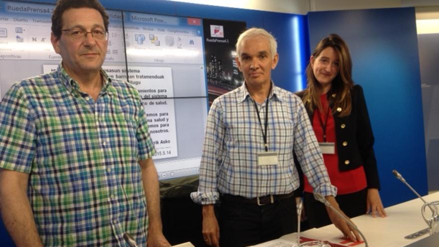 De izquierda a derecha: Pepe Mulía, Félix Brezo y Amaia López, portavoces de la Plataforma de Afectados por la Hepatitis C.