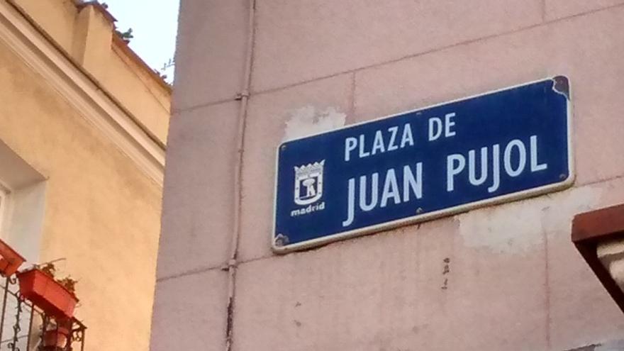 Cartel identificativo en la plaza Juan Pujol   SOMOS MALASAÑA