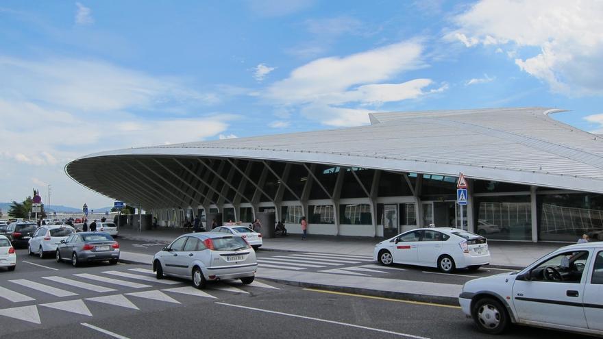 """El aeropuerto de Bilbao inicia las obras del """"parking exprés"""" de Salidas"""