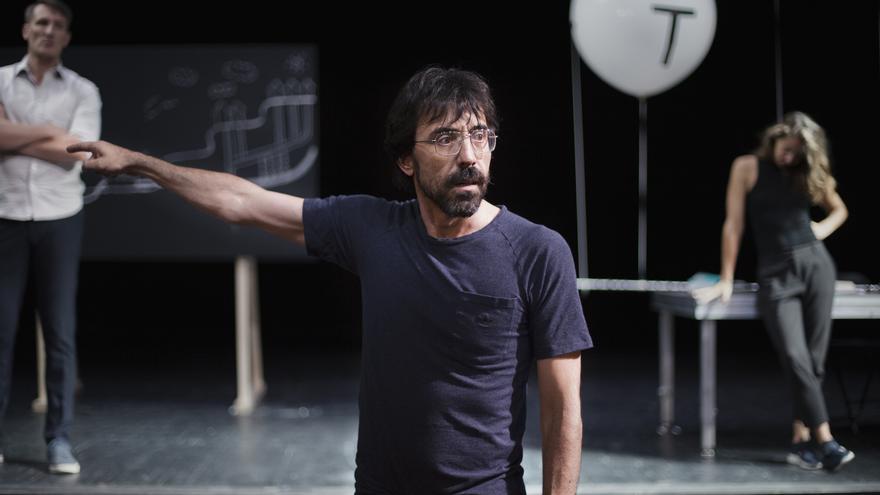 El actor Israel Elejalde en uno de los discursos más intensos de la obra