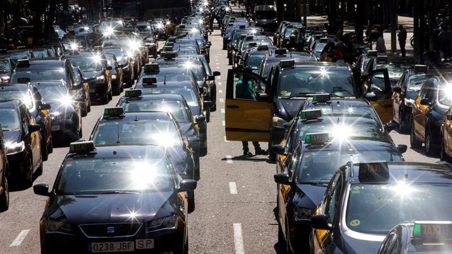 El sector del taxi no logra una posición unitaria a favor de la huelga indefinida
