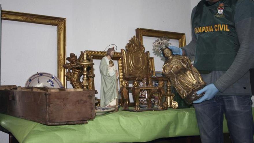 Detenido cuando se disponía a vender antigüedades robadas en un mercadillo