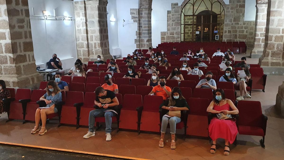 Reunión de equipos participantes en 'El Gran Juego de la Oca' de Dos Torres.