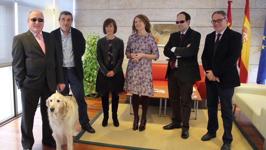Reunión de la consejera de Bienestar Social con ONCE y CERMI / JCCM