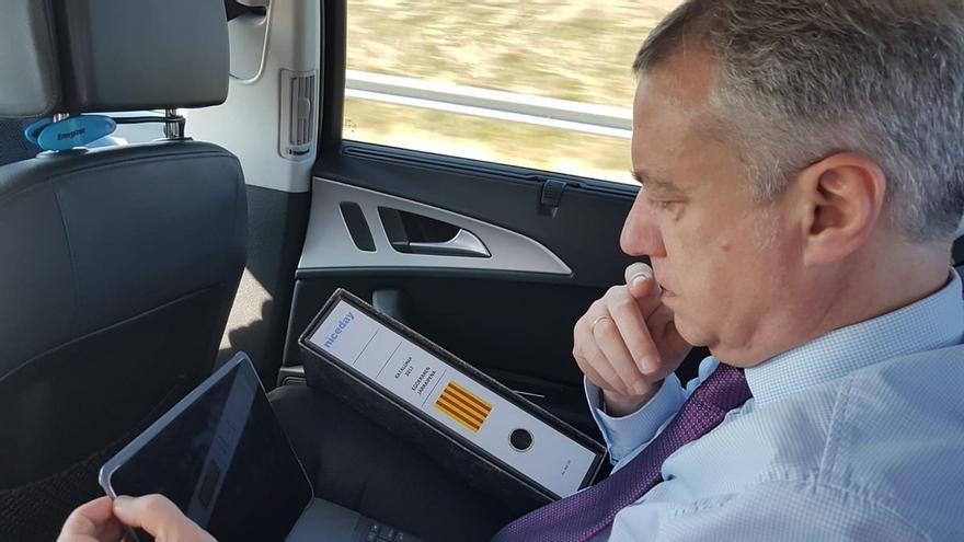 Una asociación de la Guardia Civil recomienda a Urkullu usar el cinturón tras la foto de su viaje en coche al Supremo