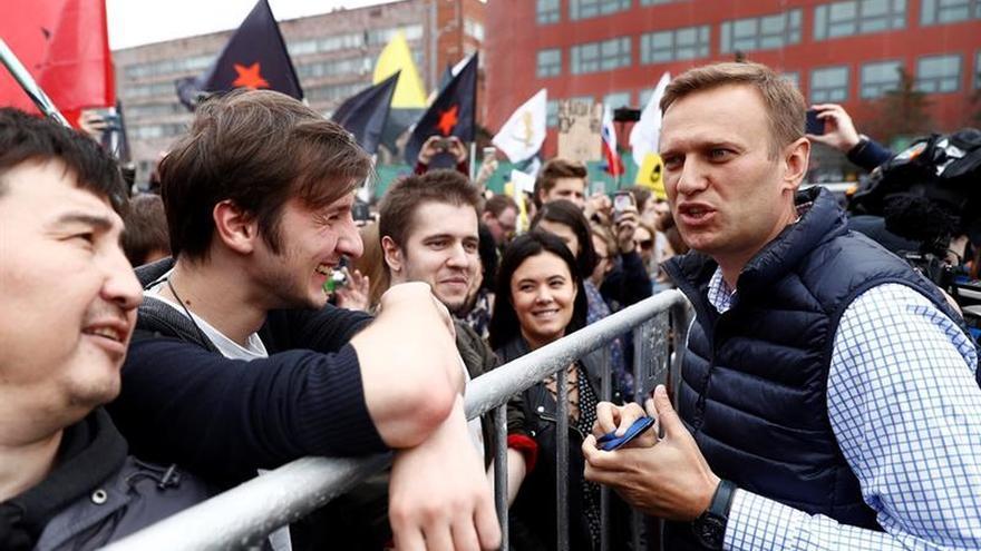 La policía detiene al líder opositor Alexéi Navalni en el centro de Moscú