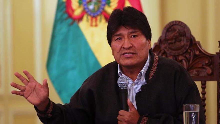 Evo Morales dirige una reunión de ministros en medio de su convalecencia