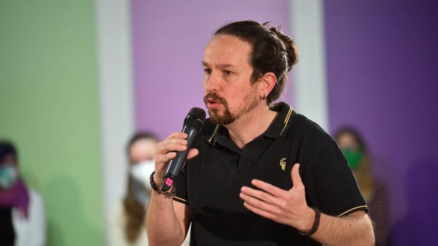 El candidato de Unidas Podemos a las elecciones de Madrid, Pablo Iglesias, relata sus propuestas en materia de vivienda en un acto con varios cargos del espacio político.