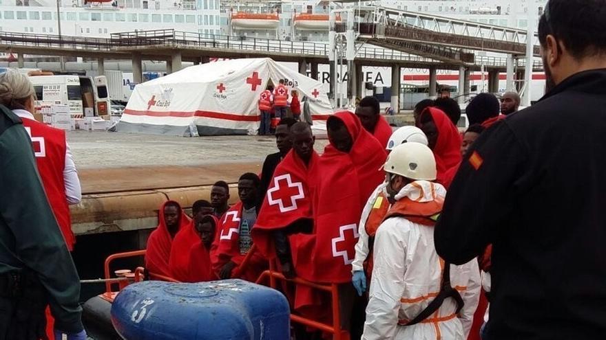 Cruz Roja presta ayuda a 2.292 personas llegadas en patera a Málaga en 2017, casi el triple que en 2016