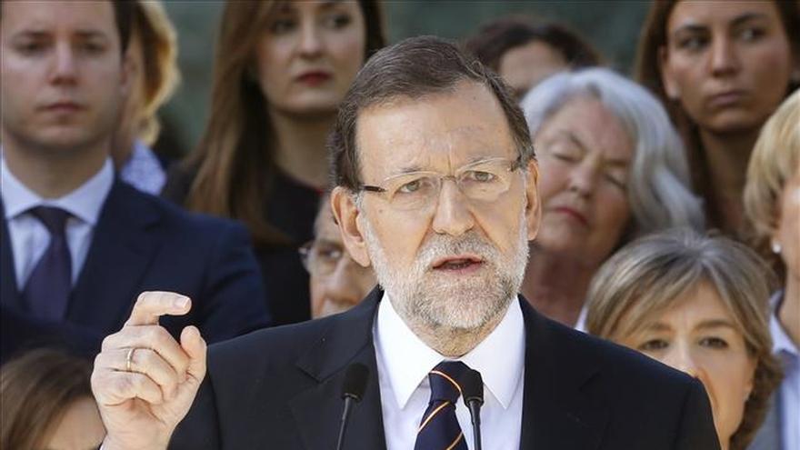 Rajoy critica la inexperiencia de sus rivales y los compara con Zapatero