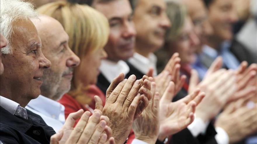 Los socialistas homenajean a Suárez en la presentación de su lista europea