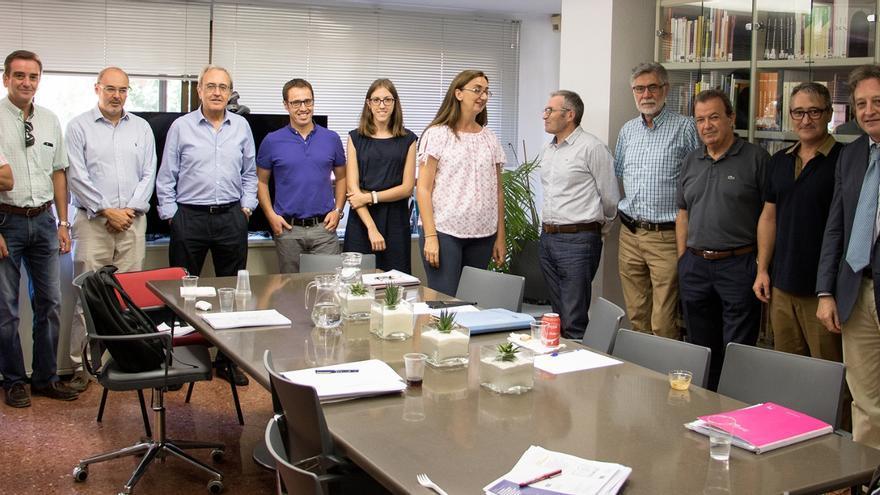 Los miembros de la comisión de expertos de las Corts sobre la reforma del modelo de financiación