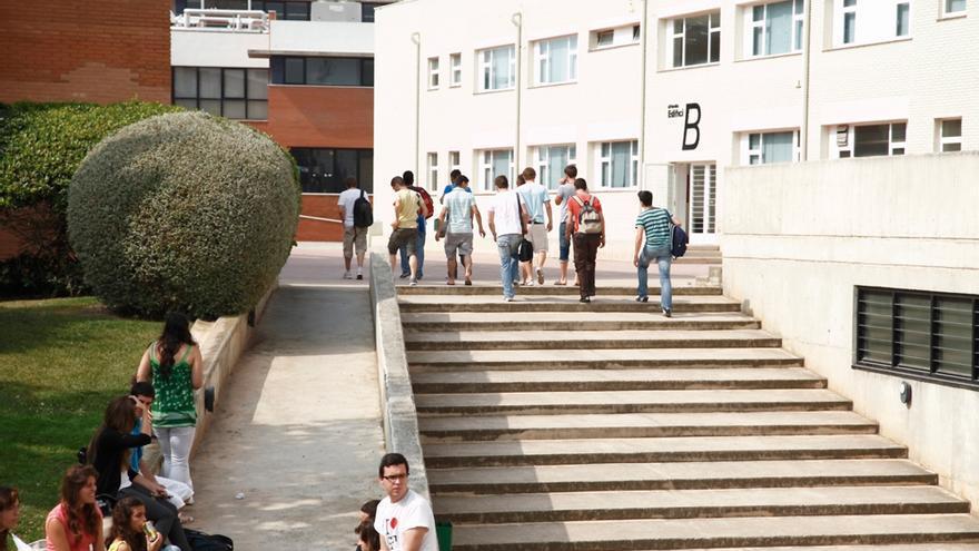 Estudiantes en el campus de Florida, en Catarroja (Valencia)