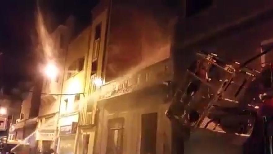 Una vivienda se incendia en la calle Bernardo de la Torre de la capital grancanaria.