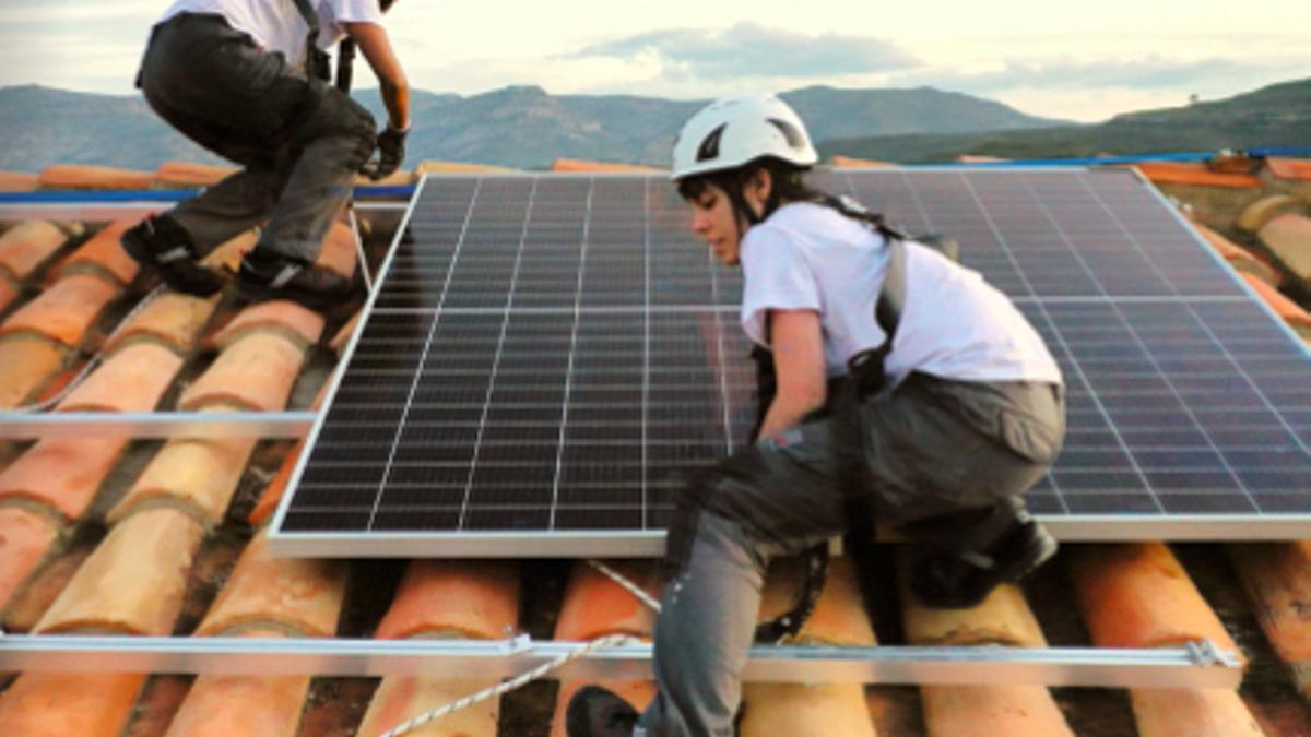 Montaje de paneles solares.