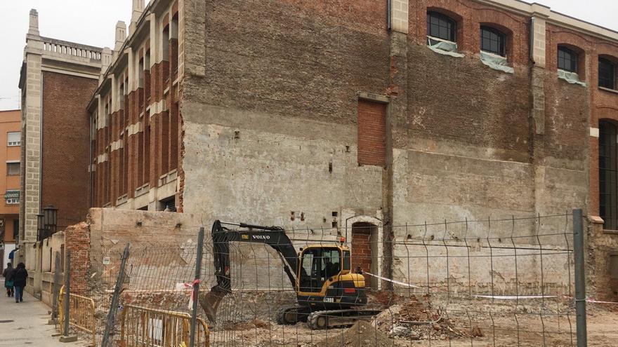 La subestación derribada se ubica entre la Nave de Motores y la Casa de Gatos, donde vivía el ingeniero de servicio