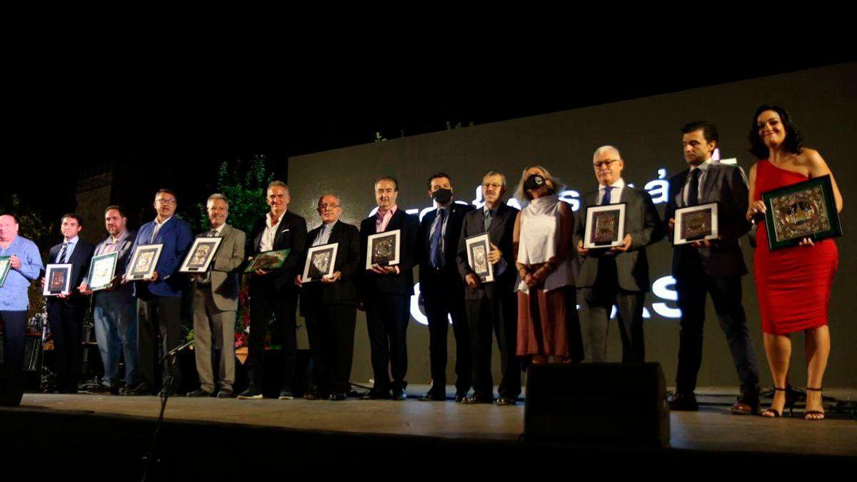Foto de familia de los premiados en la Gala del Turismo.