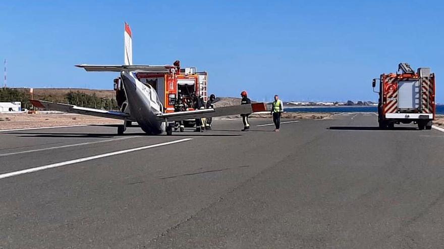 Aterrizaje de una avioneta en el aeroclub.