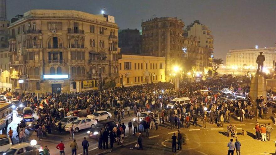 Dos muertos y 13 heridos en las protestas contra la absolución de Mubarak