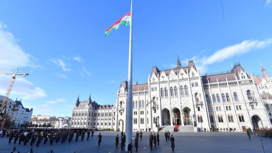 """La oposición húngara boicotea el Parlamento en protesta contra la """"ley de esclavitud"""""""
