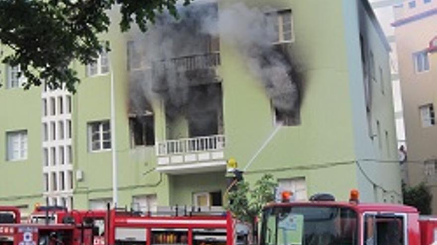 Incendio en la vivienda del grupo Los Portuarios.