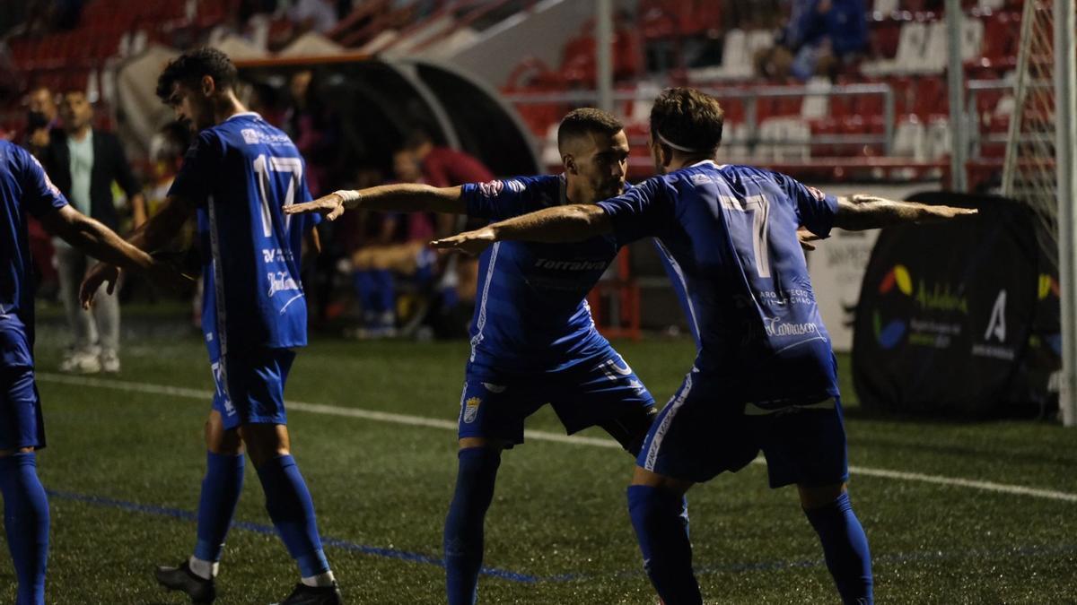 Jugadores del Xerez CD celebran un gol