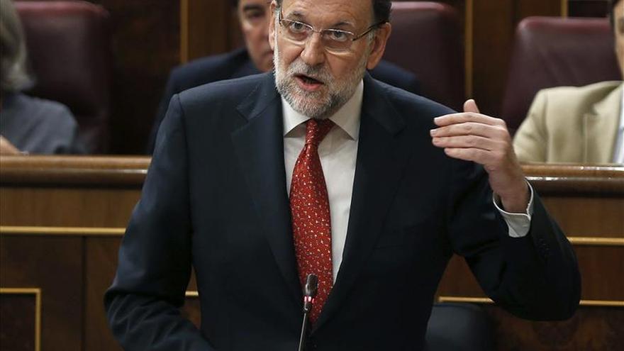 """Rajoy dice que el PP tomará """"poco a poco"""" decisiones tras el 24M"""