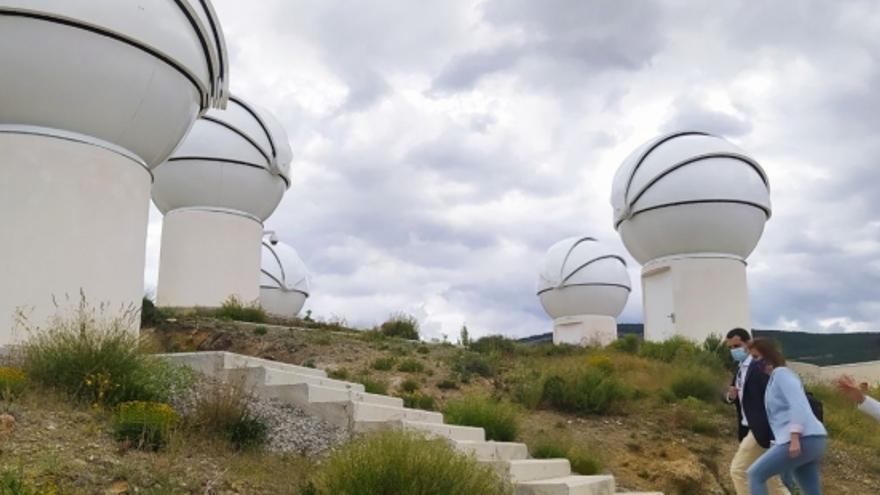 Ya están instaladas las nueve cúpulas para la instalación de otros tantos telescopios, uno de los elementos centrales del centro.