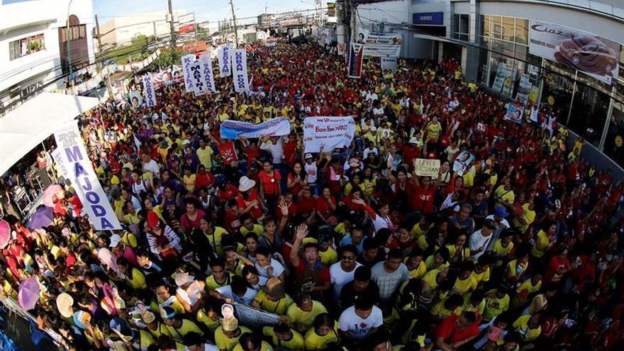 Decenas de miles de filipinos participan en la recta final de las elecciones