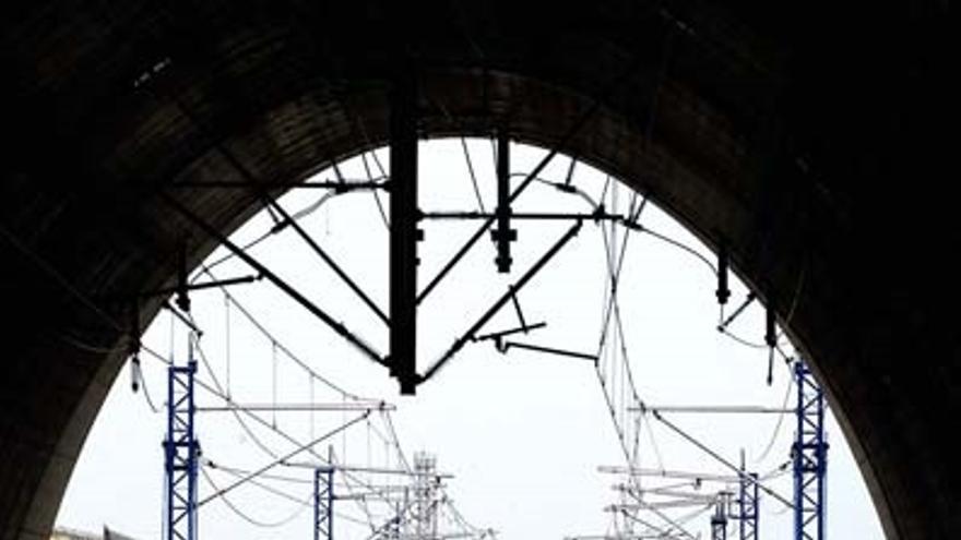 Adif invertirá 1,2 millones en mejorar doce túneles del AVE a Barcelona