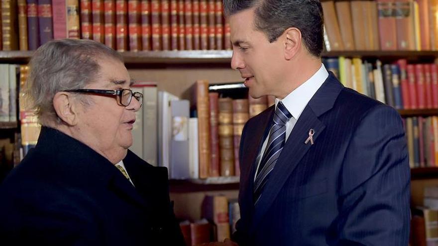 Peña Nieto felicita a León-Portilla por doctorado de Universidad de Sevilla