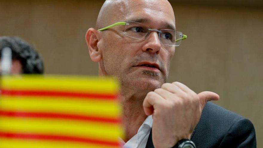 Romeva anima a los catalanes en el exterior a explicar dónde quiere ir Cataluña