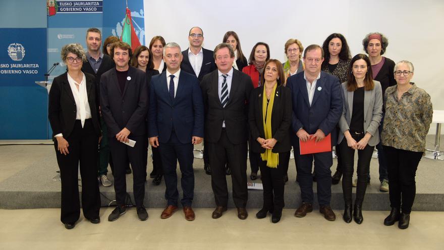 Representantes de los gobiernos gallego, vasco, catalán, navarro, balear y valenciano, en la reunión de seguimiento de su protocolo lingüístico