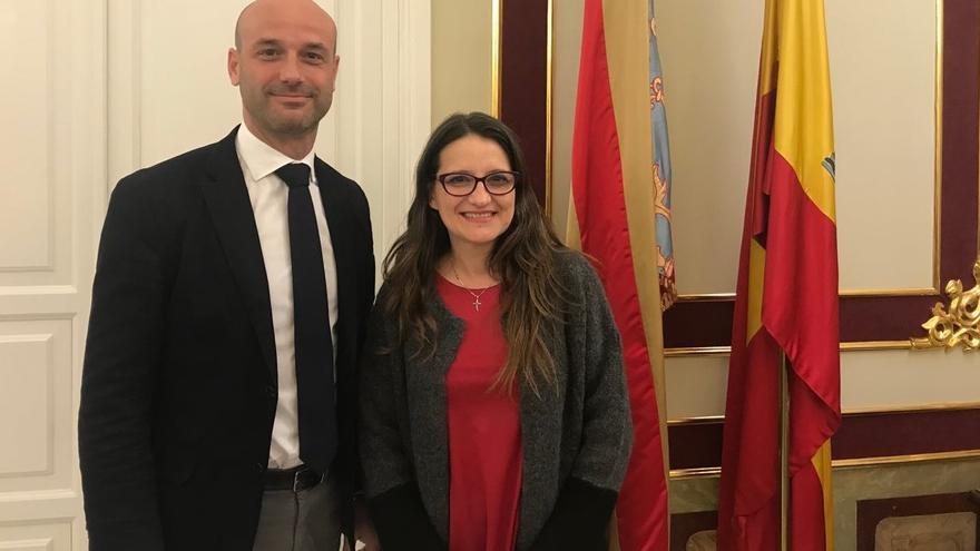 El representante del Consejo de Europa Tomas Bocek junto a la vicepresidenta valenciana, Mónica Oltra
