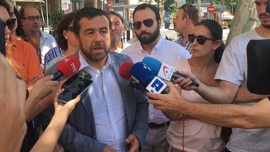 """Ciudadanos pide al PSOE que si se plantea abstenerse en la investidura de Rajoy, lo diga """"cuanto antes"""""""