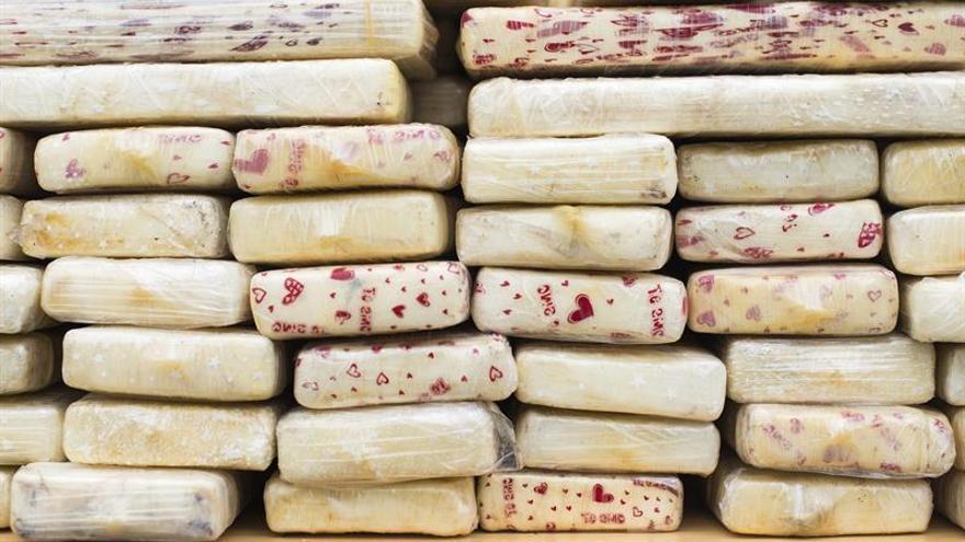 Baja el cultivo de coca en Sudamérica pero crece el consumo de cocaína