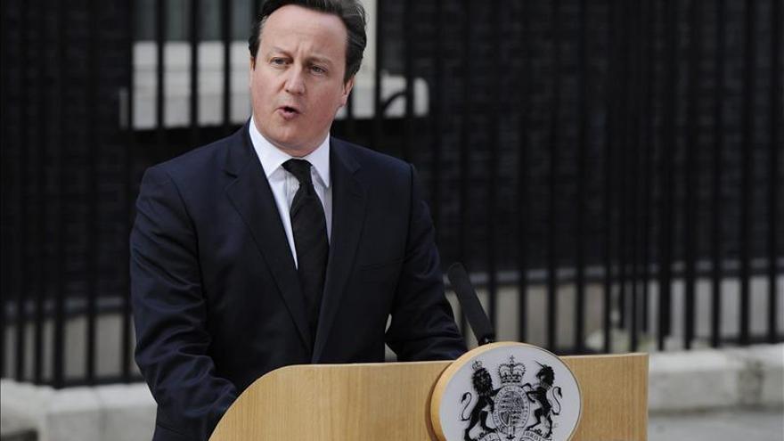 Cameron pide a los territorios de ultramar medidas para combatir la evasión fiscal