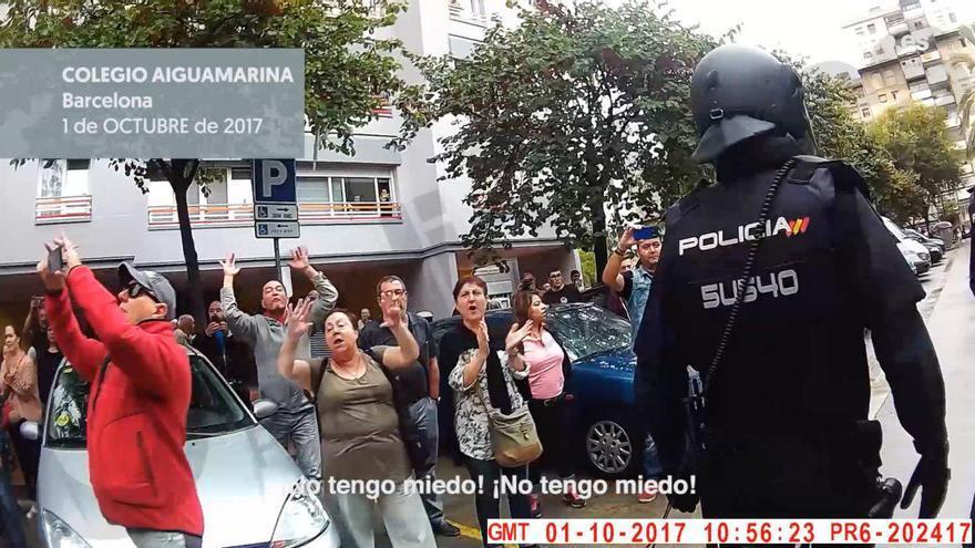 """""""No tengo miedo"""": el grito de los votantes en el colegio Aiguaviva de Nou Barris"""