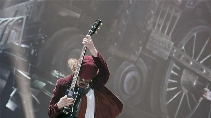 El batería de AC/DC acusado de propiciar un asesinato y posesión de drogas