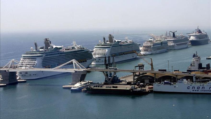 La contaminación que causan los cruceros afecta a la calidad del aire a 400 km de Barcelona