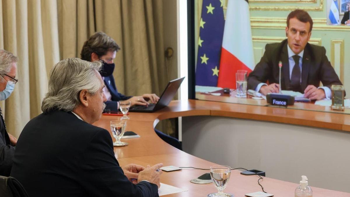 Alberto Fernández se reunió por videoconferencia con Emmanuel Macron