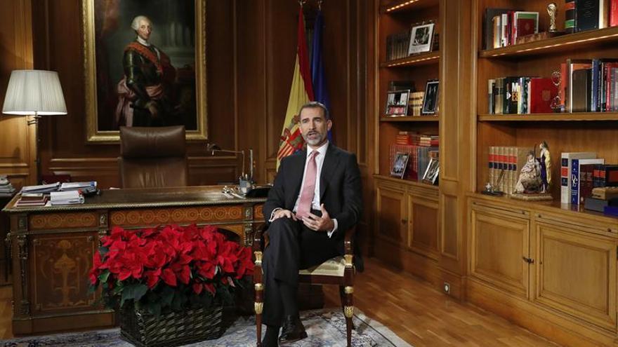 El rey Felipe VI pronuncia el tradicional mensaje de Navidad 2016. EFE/Angel Díaz