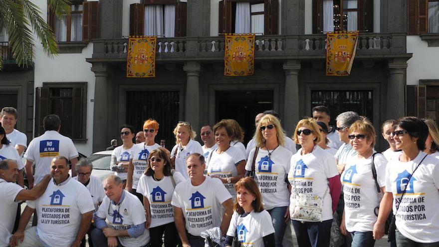 La rebelión contra la Ley Turística se extiende a Tenerife y llega al Parlamento