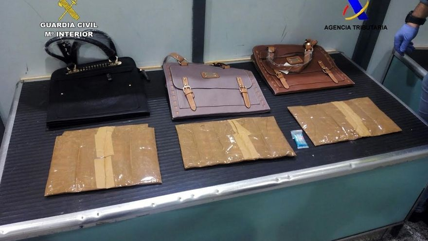 Incautados en el Aeropuerto de Bilbao 2,2 kilos de cocaína que una ciudadana holandesa ocultaba en su equipaje