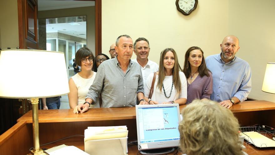 A la Valenciana defiende su grupo en el Congreso recordando que hasta Interior y el Rey les diferencia de Podemos