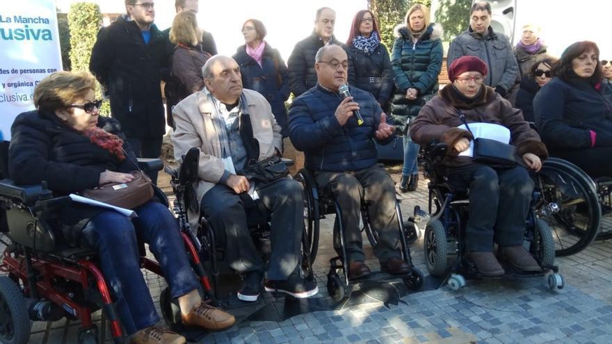 Concentración por la campaña #Arrestópolis en Albacete / Lourdes Cifuentes